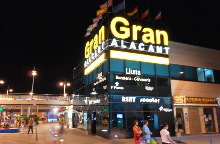 Gran Alacant commercial centre - supermarkets, shops, restaurants