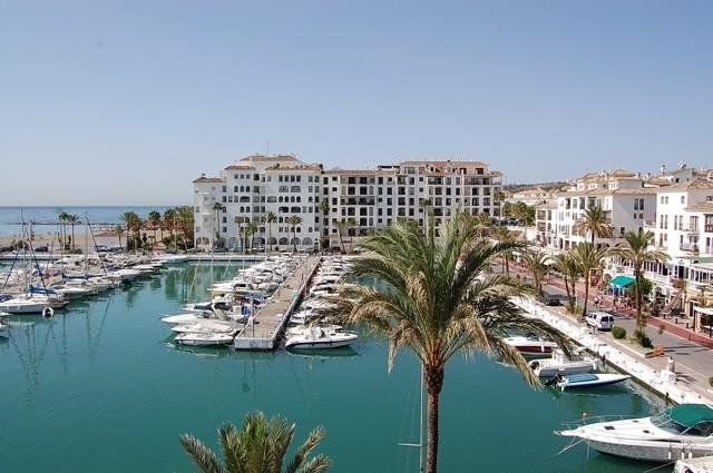 The marina of Duquesa, only a minute walk from the studio
