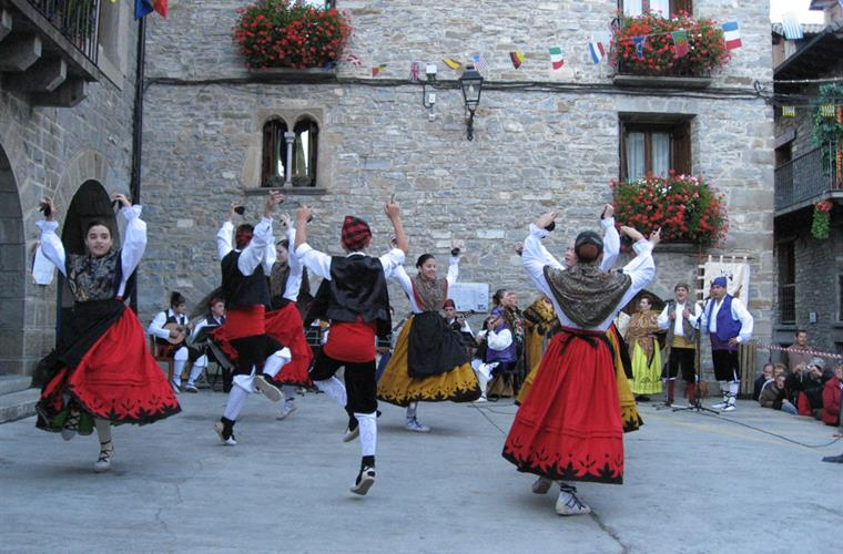 October Jotas in Torla plaza, 3 minutes walk from casa Petirrojo