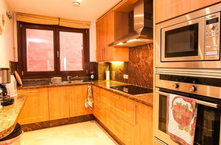 Luxury granite kitchen with Siemens appliances