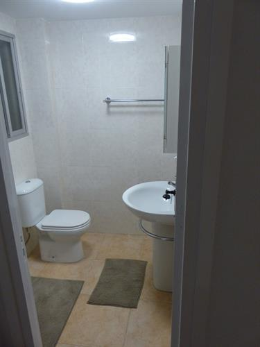 Bedroom 2 en-suite Shower Room (Jan 2016)