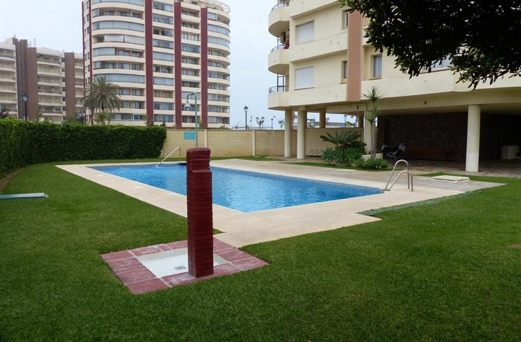 Holiday apartment for rent in fuengirola el castillo for Garden pool hire london