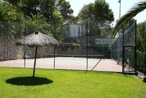 direct access to community tennis court.