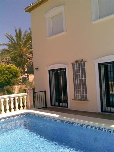 the 3 lower bedrooms have direct access to the pool