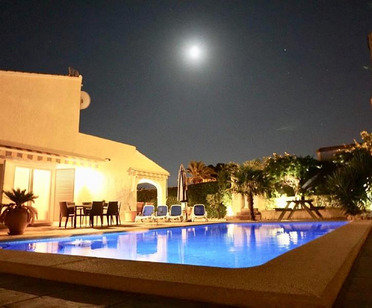 ...also in the evening it is wonderful to stay at Villa Holiday...