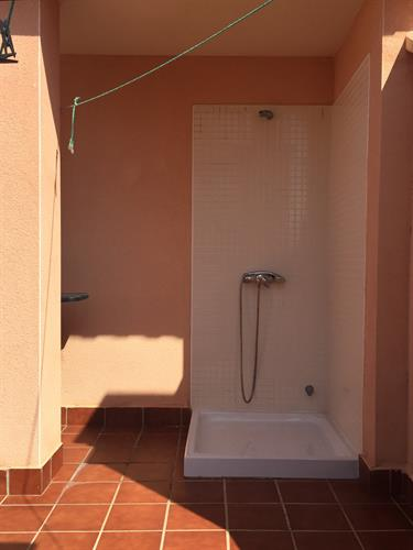 Rooftop terrace - outside shower
