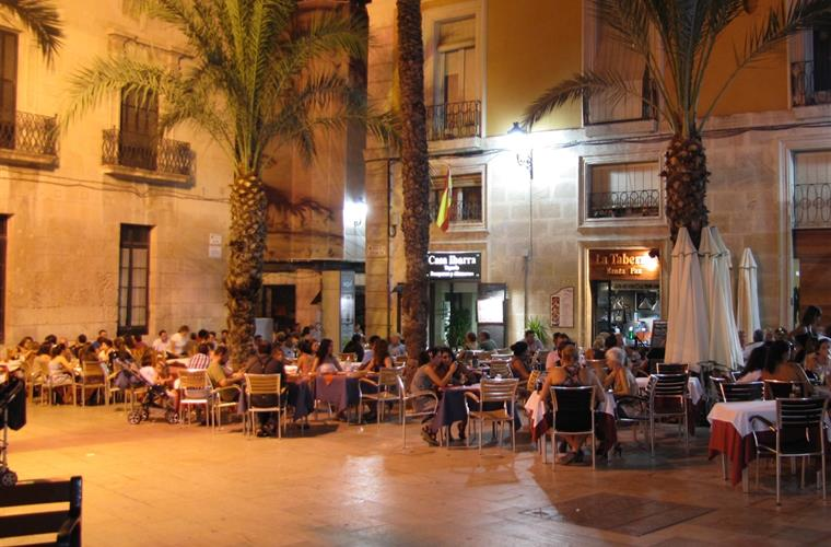 Evening dining in Alicante