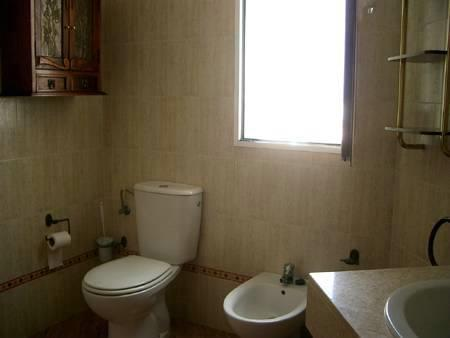 Main bathroom in the upper floor