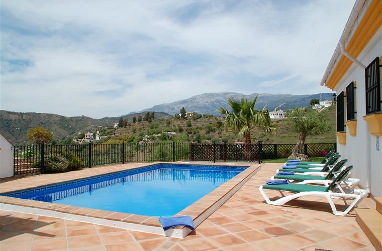 Private heated swimming pool with the wonderful views.