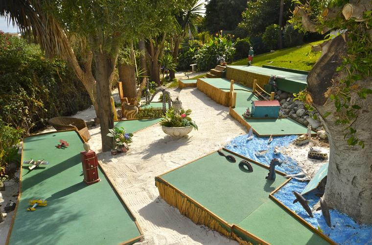 Part of ´Crazy Golf´with Jungle animals, Boats & more!