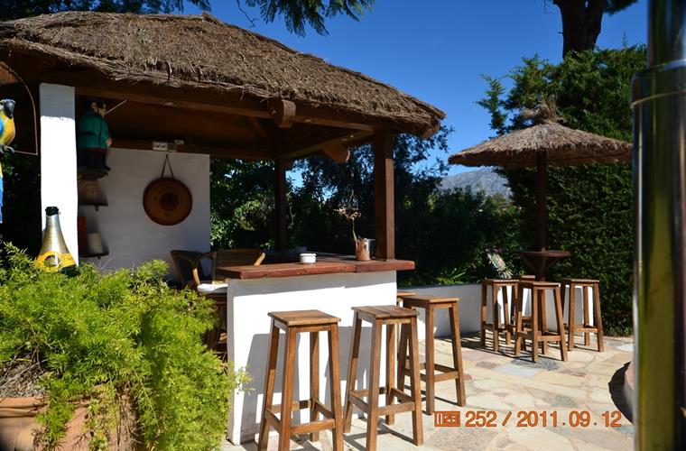 Tikki style pool bar with 12 stools