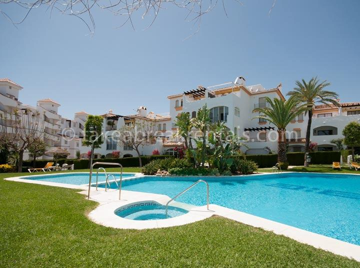Pool Nueva Andalucia apartments rent Cerro Blanco 2 bedrooms