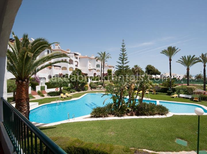Pool Spanish apartment rentals Nueva Andalucia