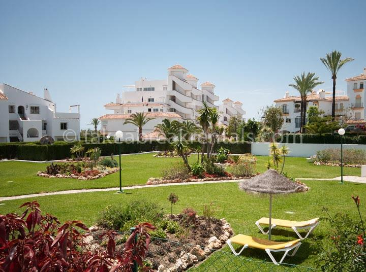 Cerro Blanco complex Spanish apartments to rent Puerto Banus