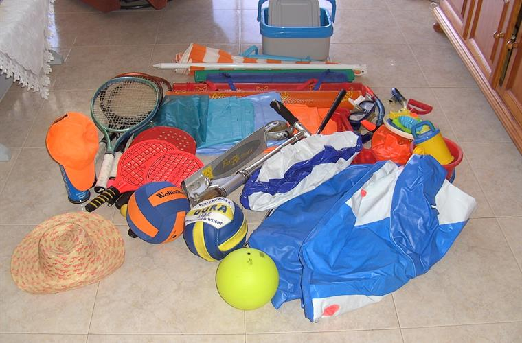 Beach toys , petaque, tennis rackets, step, air matras, air boat,.