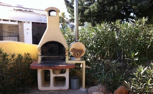 BBQ and pizza oven