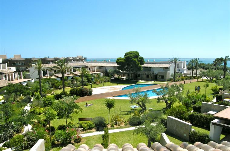 Overview of Les Oliveres gardens