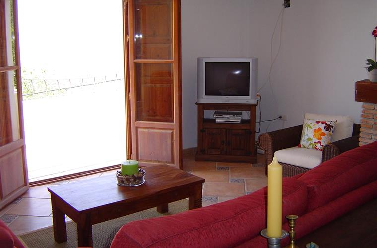 The livingroom with French doors to terrace
