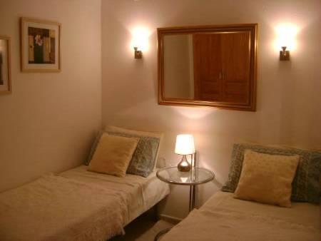 twin bedroom which can be set as double as well