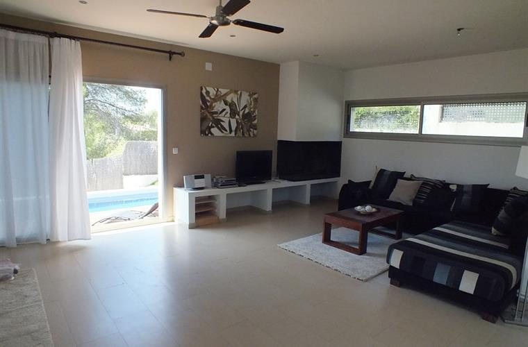 Living room and access to the pool