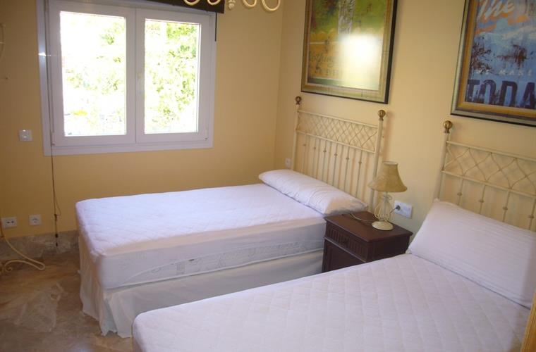 A Lovely light bedroom, with 2 extra wide single beds (105 cm)