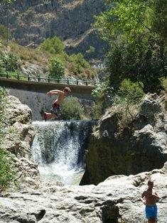 Cliff jumping into natural mountain fonts.