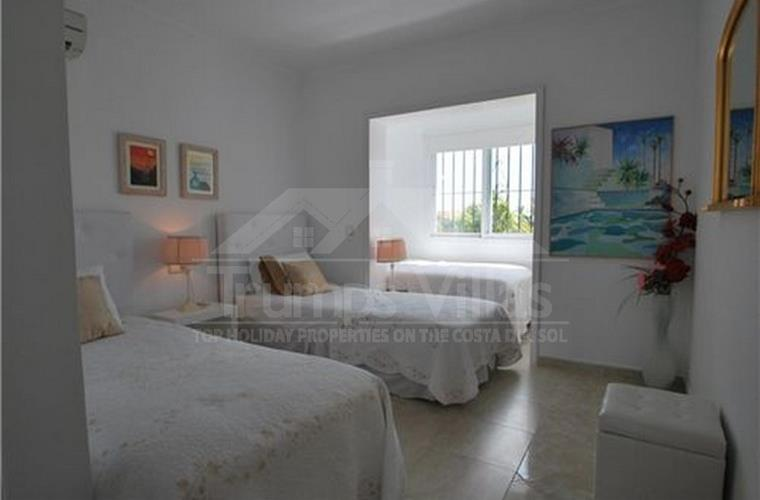 Triple bedroom - Trumps Villas . com