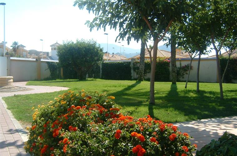 Belos jardins no Mazarron Country Club.