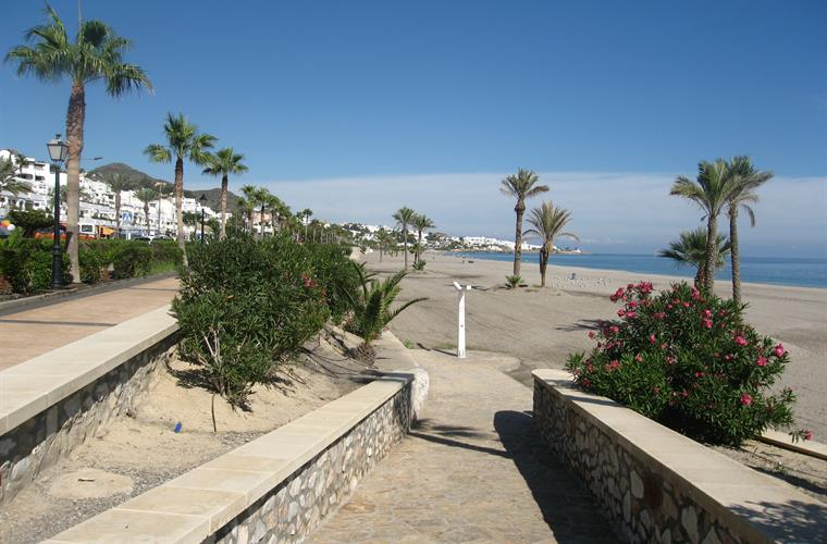 Mojacar Playa; easy access