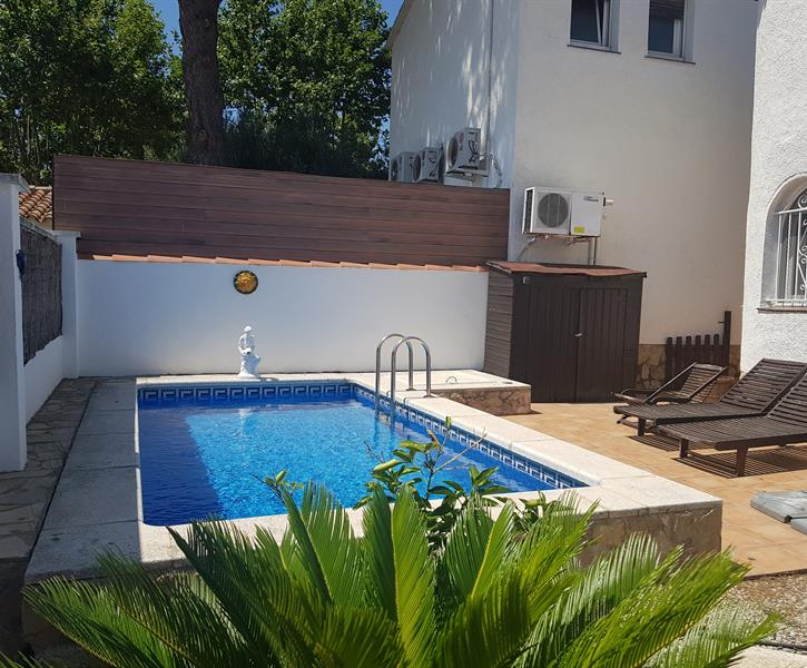 Cozy Townhouse in Empuriabrava with private Pool