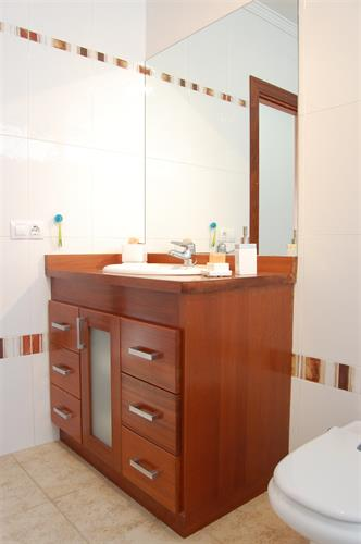 Guests bathroom, fresh, light and spacious