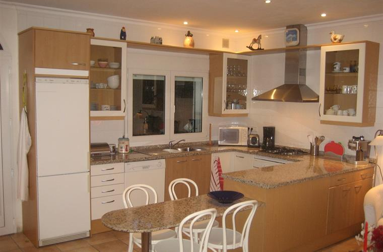 A spacy and fully equipped kitchen.