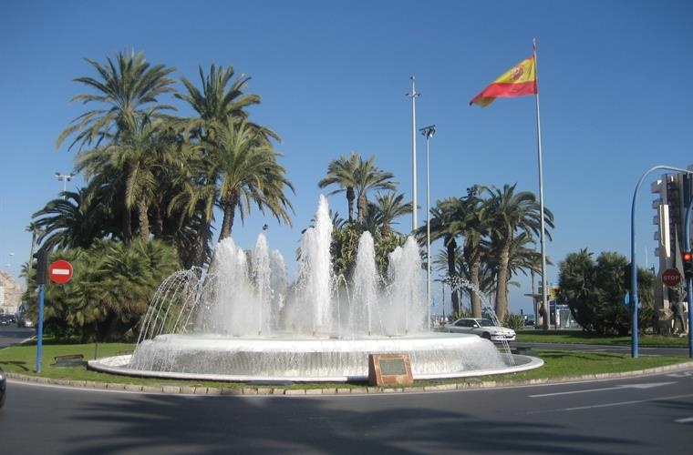 The town of Alicante is 10 minutes drive.
