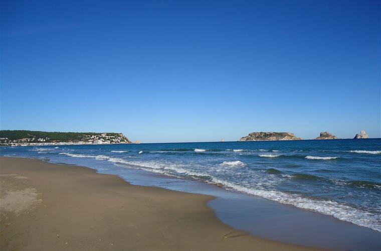 sandy beach with a length of 7km
