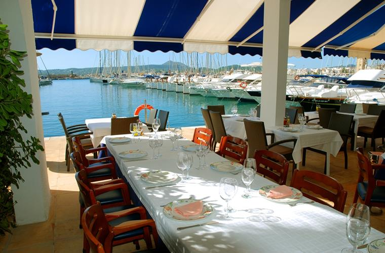 Outdoor dining in Javea here: at the Yacht Club