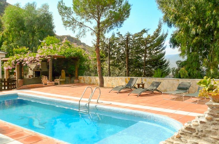 Cortijo near Lanjaron with private and view secluded pool
