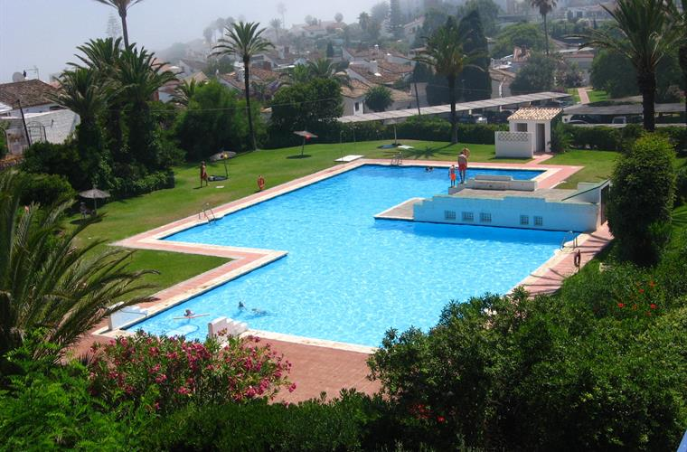 Large swimming pool minutes from Villa