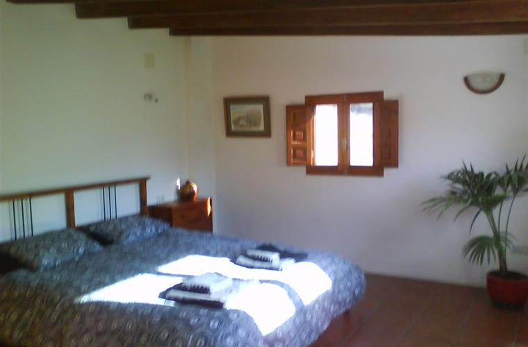 Large,double bedroom (extra single bed can be added)