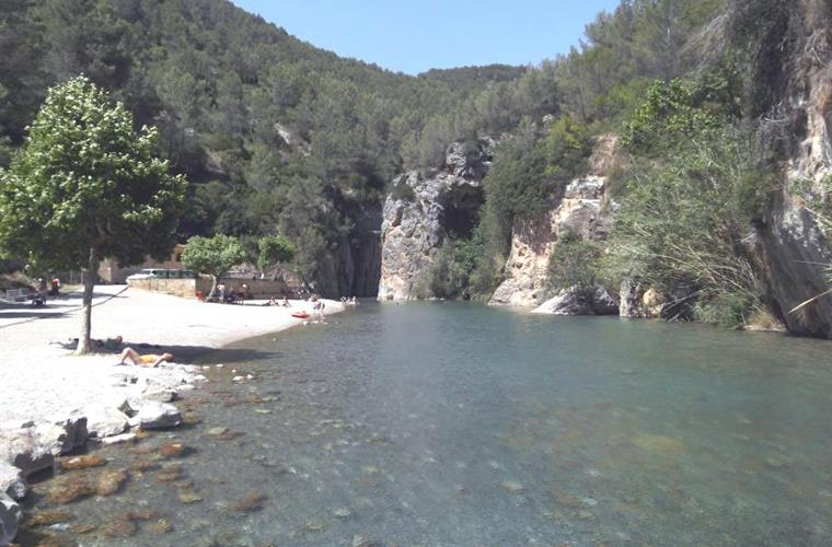 Montanejos beautiful thermal river with the clearest water 1hr/car