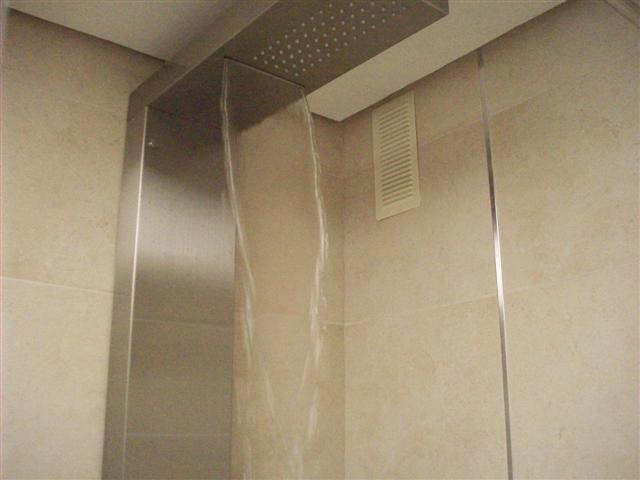 walk-in shower : waterfall...