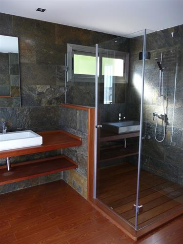bathroom (modern)