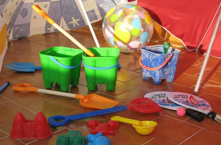 Parasols & beach toys for your use.