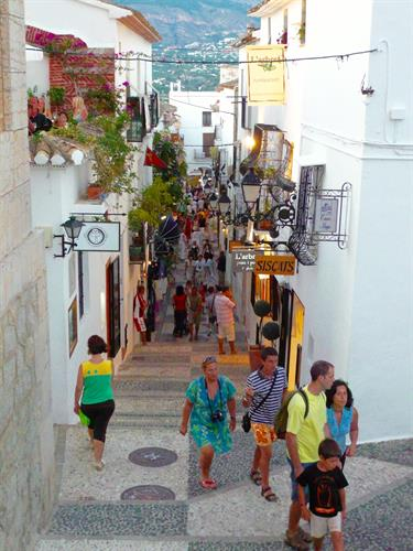 Restaurants and shops in the Old Town Altea provide great evening