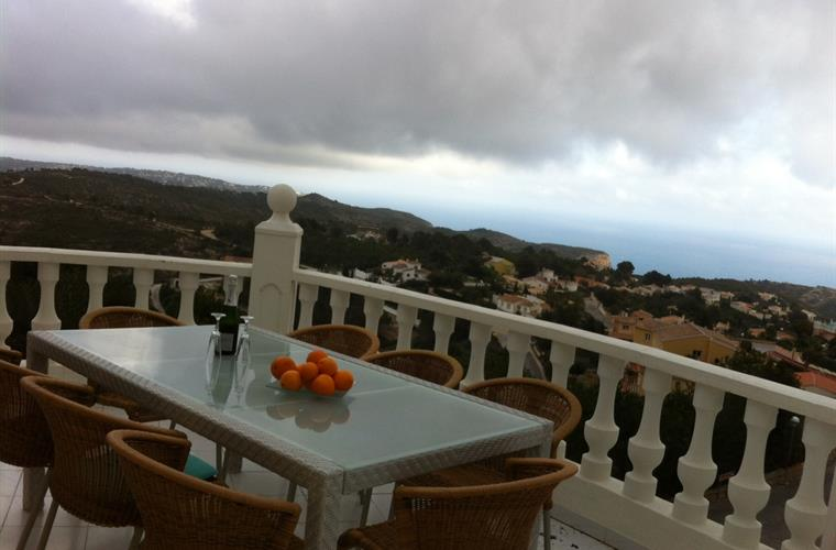 The large veranda views to nature reserve, horses and the ocean.
