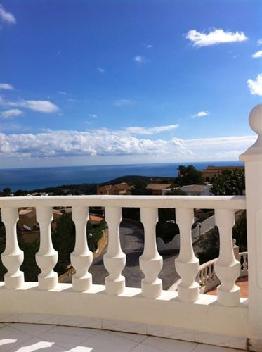 Views from the 30m2 terrasse to the pool and the ocean and nature.