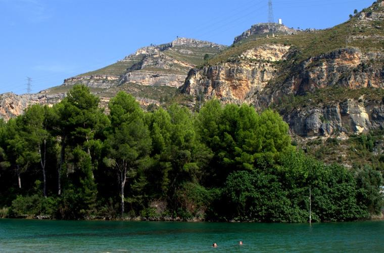 The lake at Cortes De Pallas, just a 30 minute drive away.