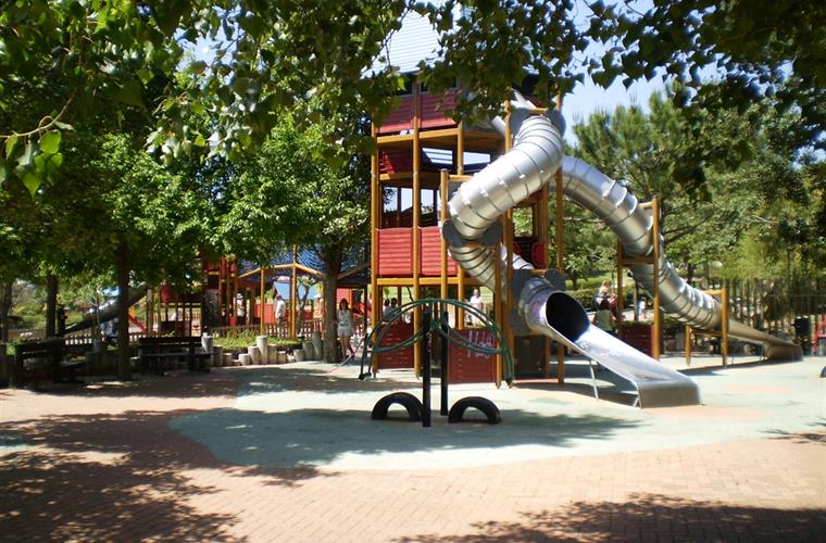 PLAYGROUND FOR THE BIGGER CHILDREN IN THE PALOMAPARK