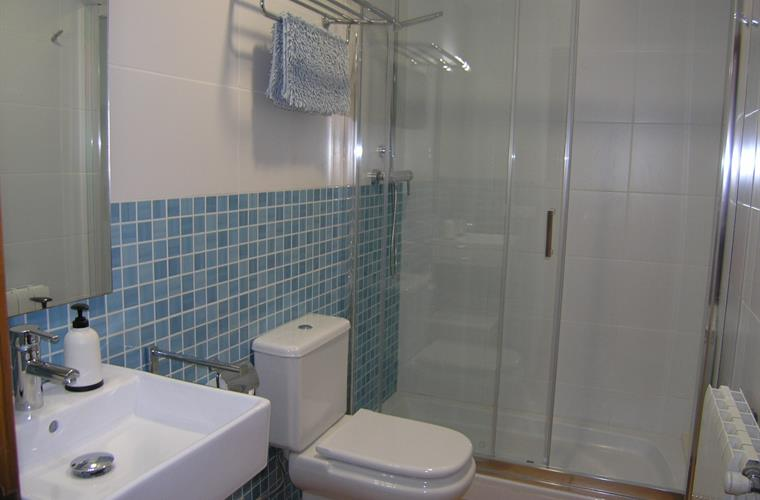 SHOWER-ROOM