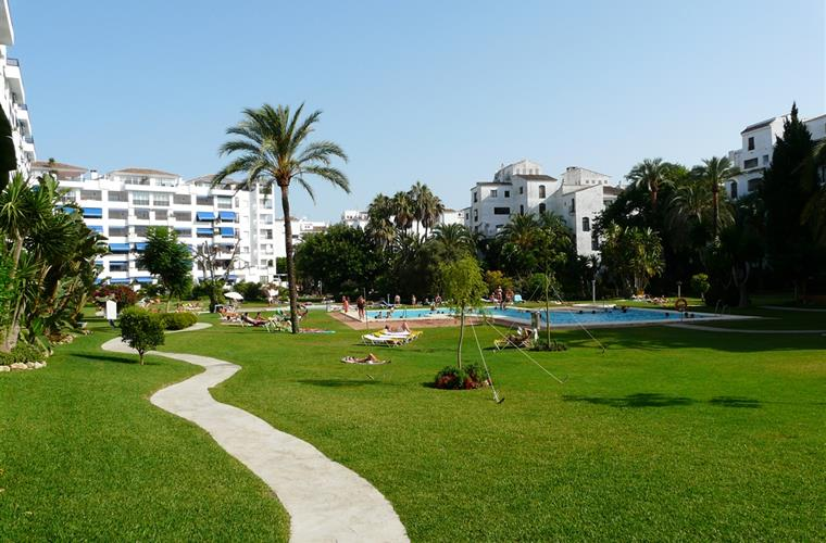 Holiday apartment for rent in puerto ban s jardines del for Jardines del puerto puerto banus