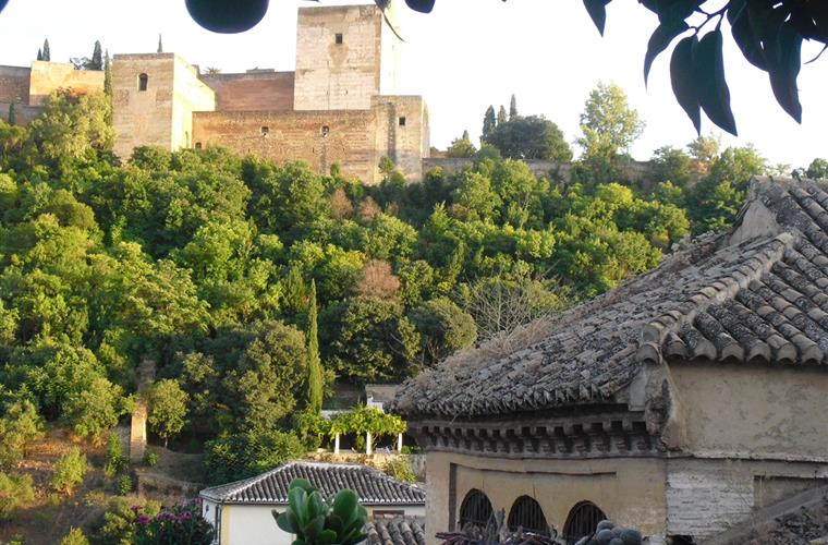 an overview of the city of granada Granada lives on hills, so scenic viewpoints are abundant plaza de san nicolas is the most popular vantage point in the city, but if you're looking for something more, hike to granada's highest.